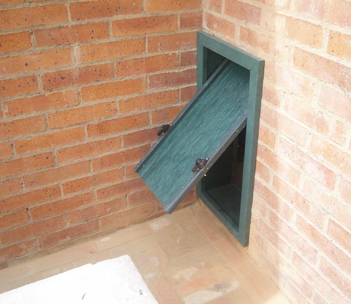 Puerta para perros en vidrio maderplast puerta para perros for Como hacer una puerta corrediza casera