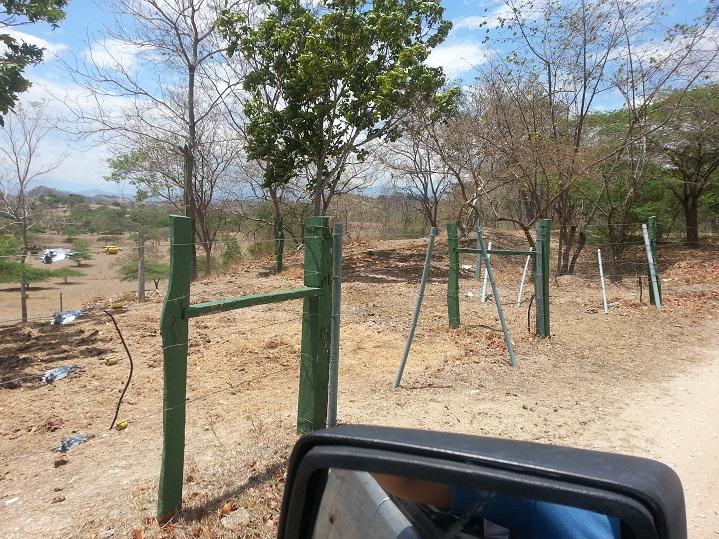 Postes pl sticos maderplast cerramientos poste estacones - Alambradas para fincas ...
