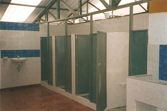 Diseno De Baños Normales:duchas múltiples de campamento militar baños colectivos piletas