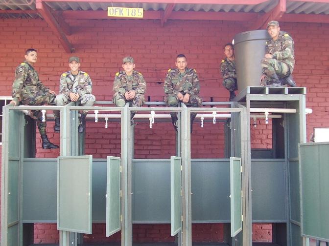 Ceba Puertas Para Baños La Trinidad:de campamento militar móviles baños colectivos letrinas 45 vuelva la