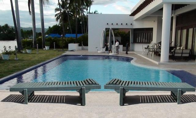 Puentes y senderos plasticos for Sillas para piscina
