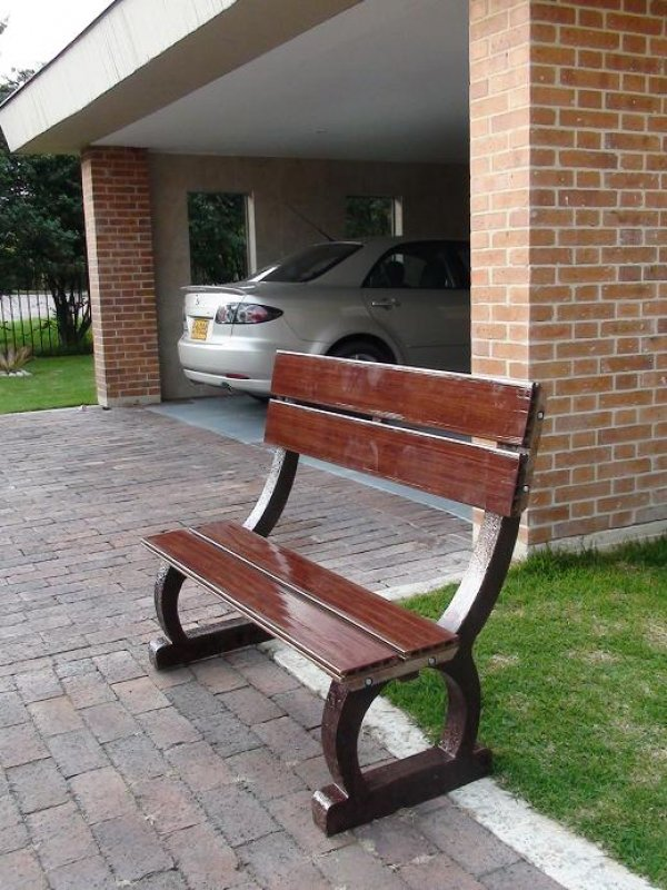 Sillas y mesas de terrazas interior jardines y exterior 33 for Amoblamiento urbano