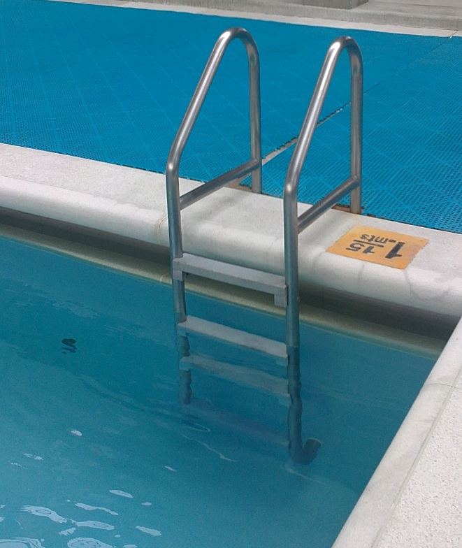 Centros recreativos con maderplast for Escaleras para piscinas desmontables