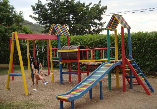 Centros recreativos con maderplast nuevos materiales inoxidables libre de mantenimiento - Parque infantil de madera ...