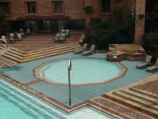 pisos pavimentos para piscina ingeniera madera natural diseados spas reas de piscinas lobbys