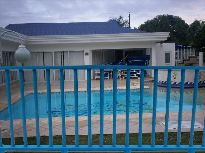 Cerramientos para piscinas cercados perimetrales - Cerramientos de aluminio para balcones ...