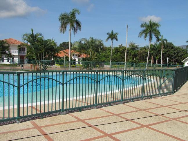 10 cerramientos para piscinas cercados perimetrales - Cerramientos para piscinas ...