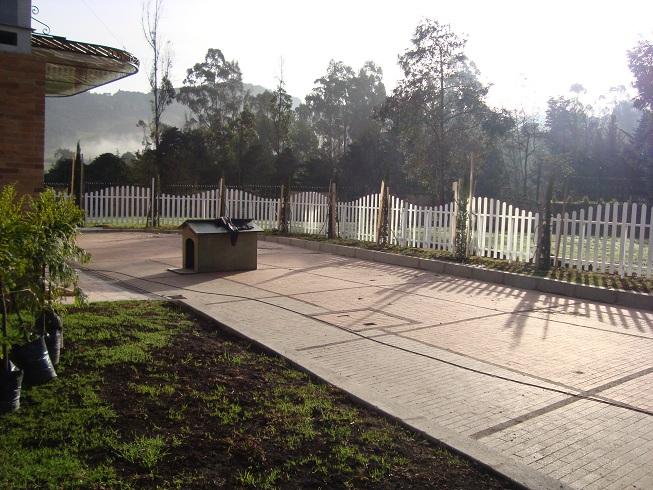 10 cerramientos para piscinas cercados perimetrales - Cerramientos casas ...