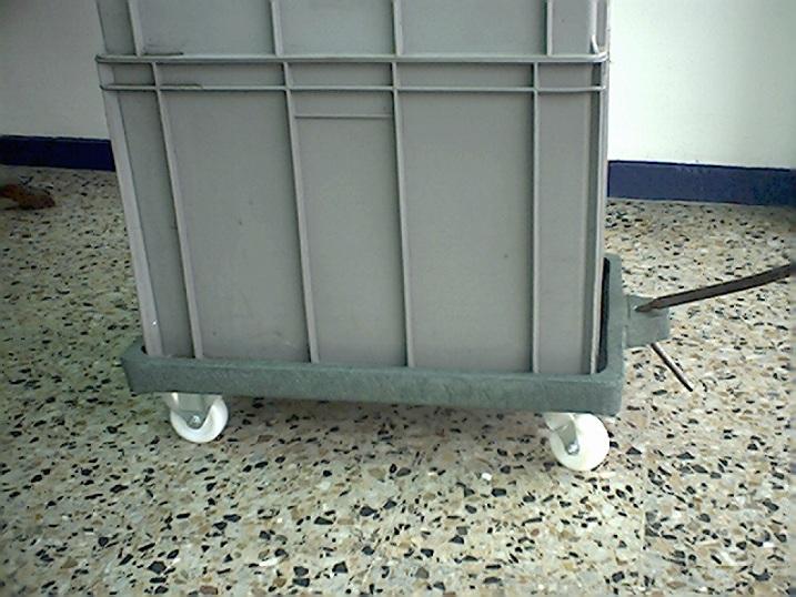 Contenedores cajones cajas plegables shelters refugios for Cajas plasticas con ruedas