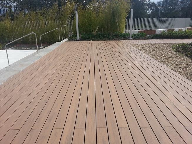 Losetas para exterior loseta flexible de exterior de for Balcones madera exterior