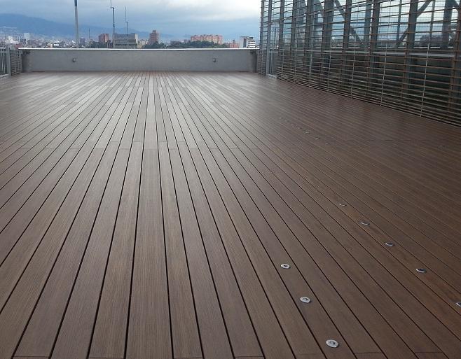 07 decks pisos terrazas pisos flotantes madera pl stica for Materiales para pisos exteriores