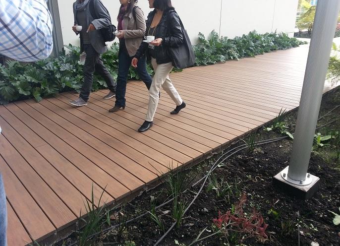 07 decks pisos terrazas pisos flotantes madera pl stica for Patio con piso de madera