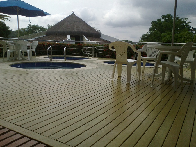 Suelos exterior piscinas fabulous el pavimento exterior for Suelos para piscinas exterior