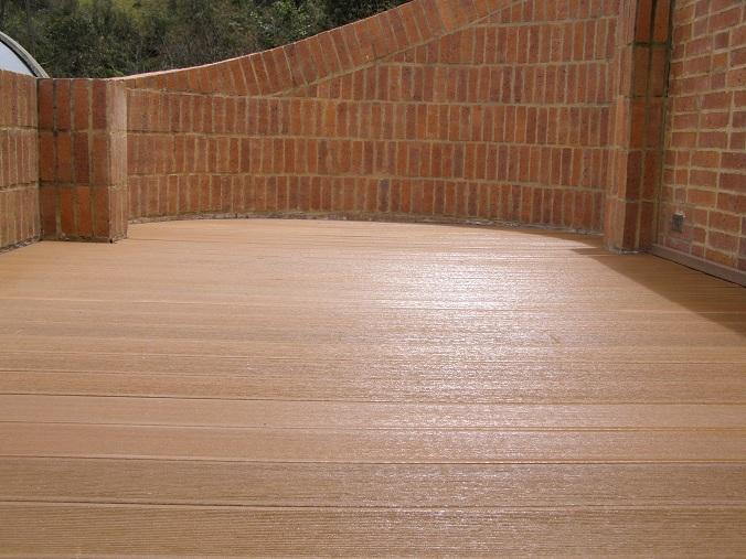07 decks pisos terrazas pisos flotantes madera pl stica for Deck de madera para exteriores