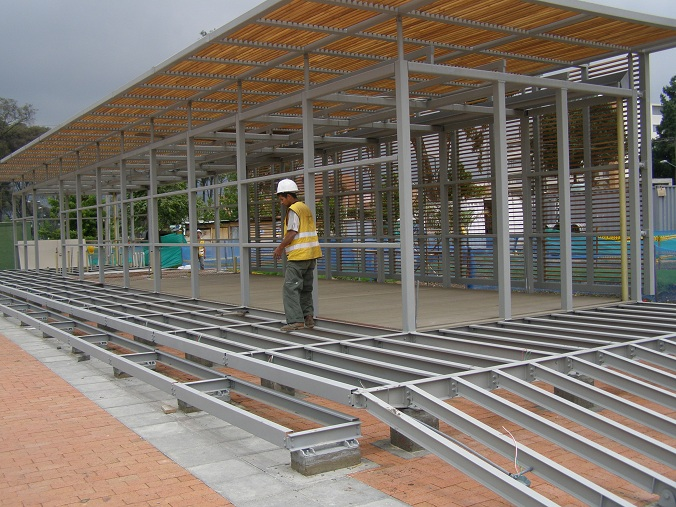 Decks pisos terrazas pisos flotantes madera pl stica - Construir piscina en suelo no urbanizable ...