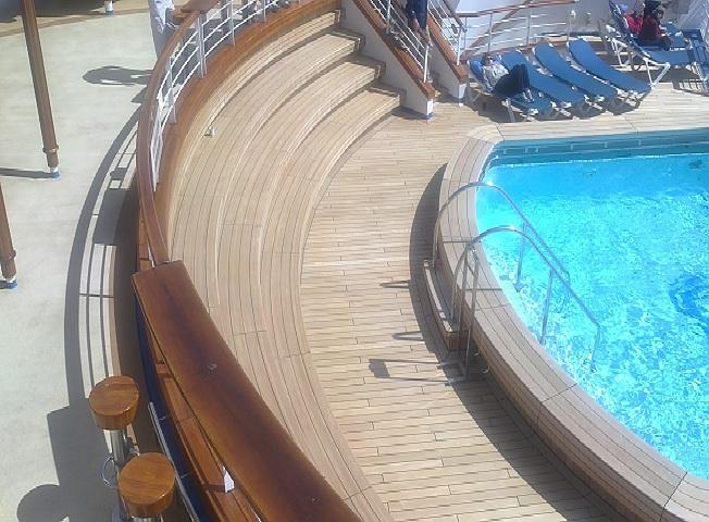 Decks pisos terrazas pisos flotantes madera pl stica - Escaleras al aire ...