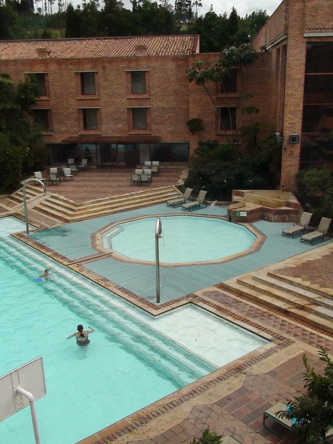 Pavimento para alrededor piscina trendy la maderas para - Piscinas de madera baratas ...