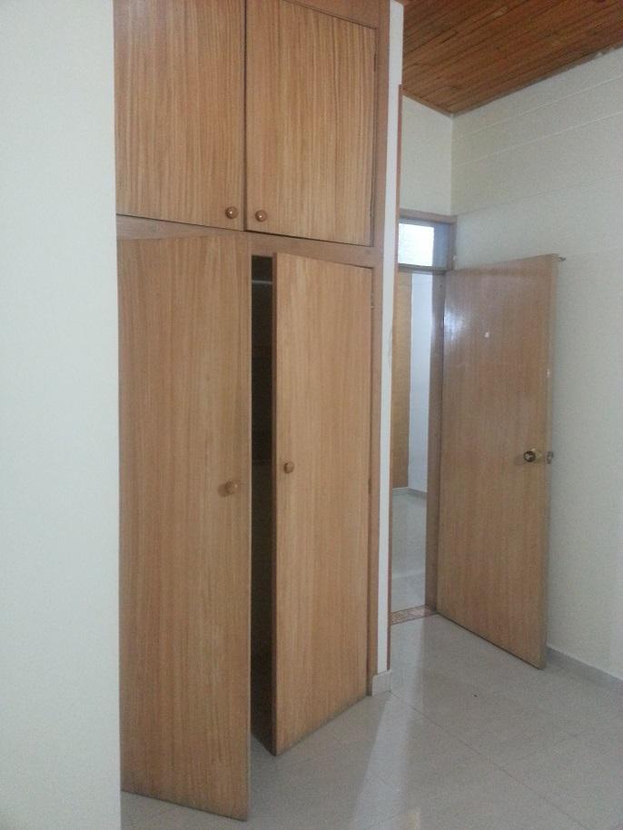 Mueble rustico para guardar ropa for Muebles para almacenar