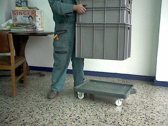 Estanter as pl sticas racks gabinetes pl sticos armarios for Cajas plasticas con ruedas
