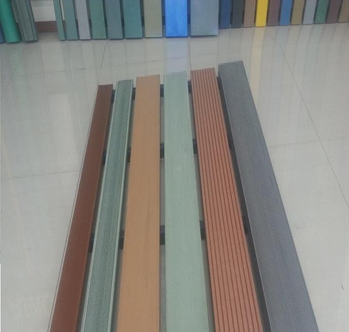 Pisos para escenartios maderas perfiles de madera maciza for Tarima de pvc imitacion madera
