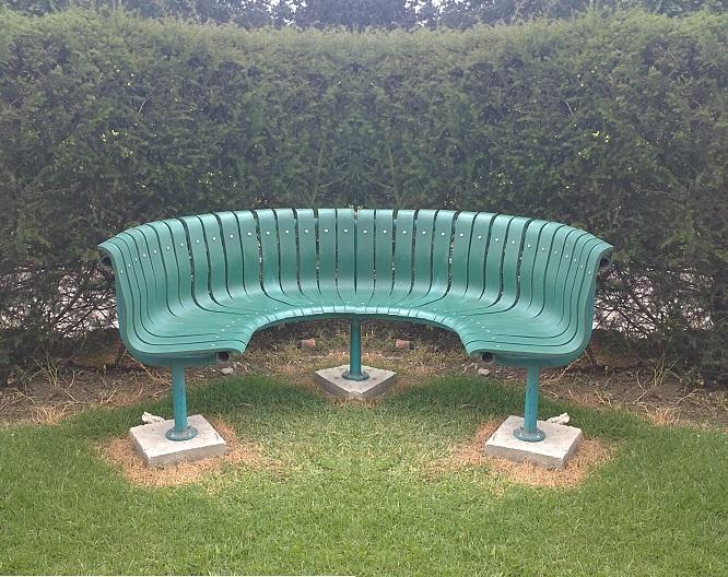 Juegos de mesa y sillas plasticos for Sillas de madera para exterior