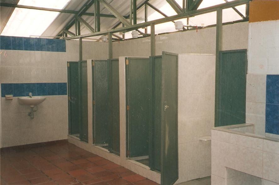Duchas militares m ltiples 59 lugares como piscinas - Banos y duchas ...