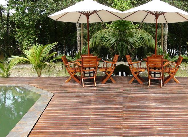 Sillas muebles mobiliario urbano maderplast 30 mesa mueble banca de jardin de madera teka - Maderas tropicales para exterior ...