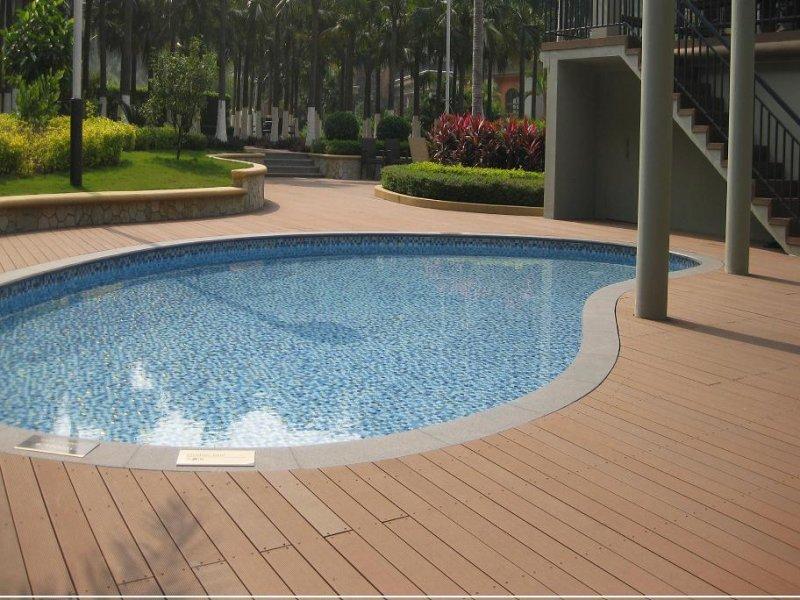 Pisos decorativos madera pl stica finas maderas de exteriores - Suelos piscinas exteriores ...