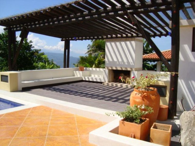 Pisos decorativos madera pl stica finas maderas de exteriores for Madera para tejados de segunda mano