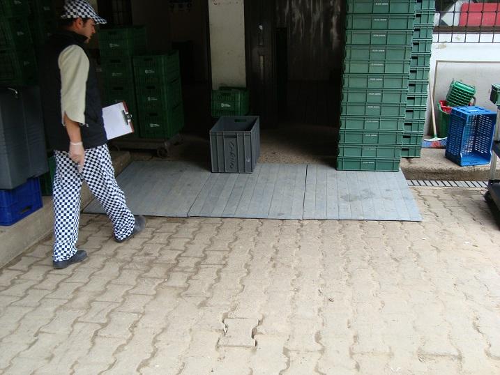 Rejillas industriales rejillas peatonales rejillas - Escaleras para sotanos ...