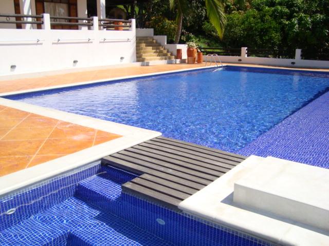 Rejillas industriales rejillas peatonales rejillas for Rejilla piscina