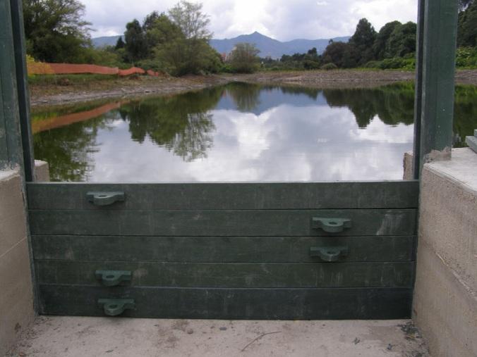 52 fachadas flotantes p rgolas terrazas verdes vivas for Plastico para lagunas artificiales