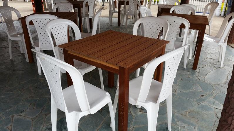 Muebles campestres para exteriores o interiores for Mesas y sillas para cocina economica